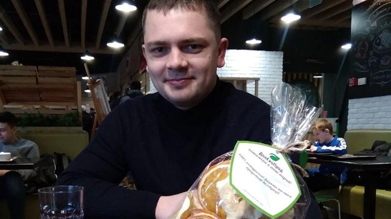 Роман Кругляков обогнул земной шар 5 раз, а в Мариуполе начал делать эко-чипсы из овощей и фруктов