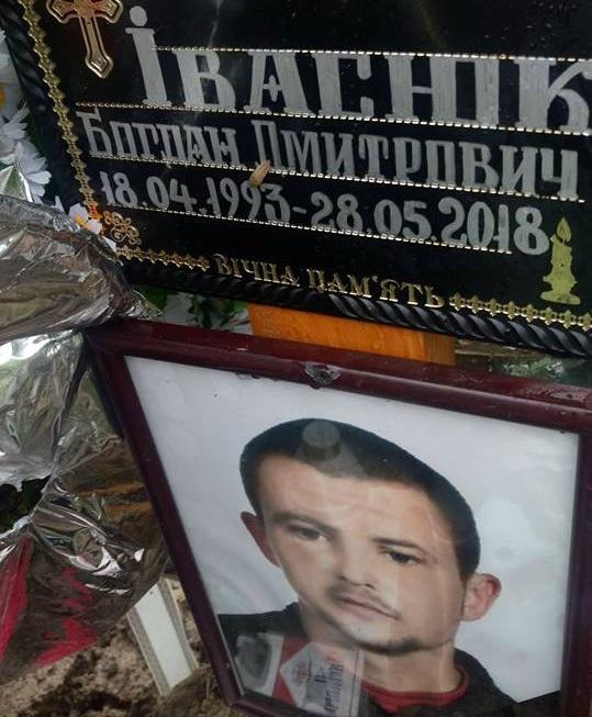 Помер у військовій частині: батьки прикарпатця шукають причину смерті сина (фото)