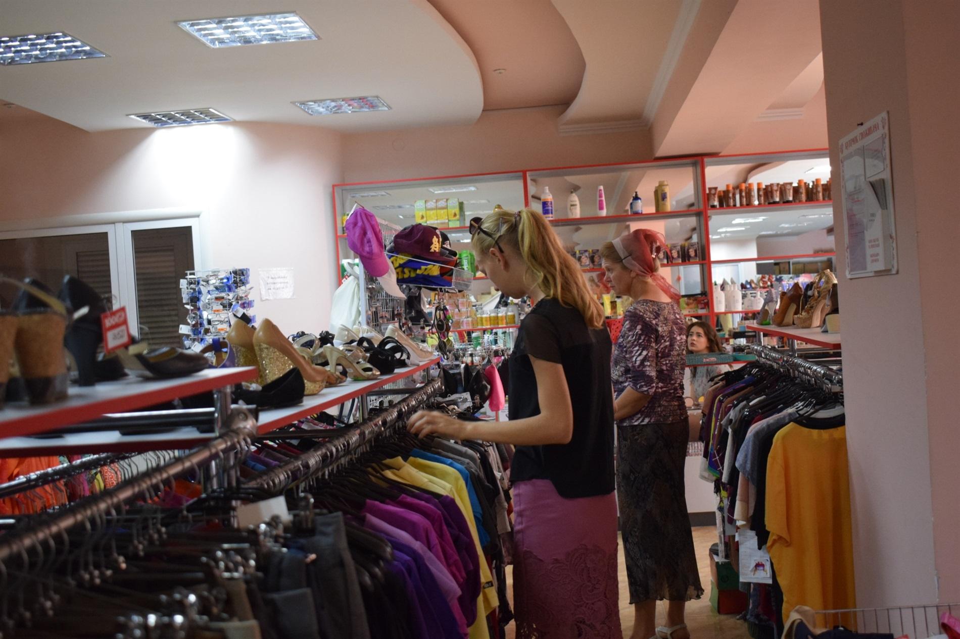 59ca8df30ea753 Про свої враження від магазину нам розповіли пересічні звягельчани, які за  дві місяці роботи торгівельної точки стали постійними клієнтами.