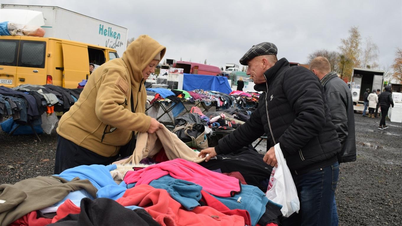 c573f4174b1fd8 Скільки коштує одягнутися на зиму: журналісти промоніторили ціни  п'ятничного базару