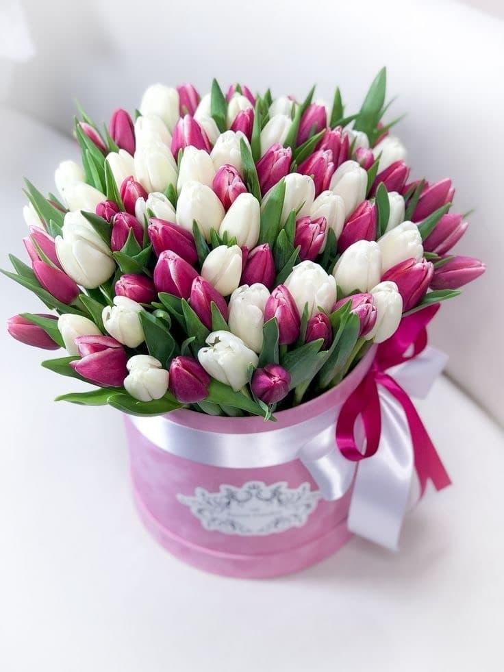 a2633bc7ac3747 Флористи магазину запевняють, - жінки точно люблять квіти. І готові  допомогти підібрати красивий букет, який подарує святковий настрій та  позитивні емоції.