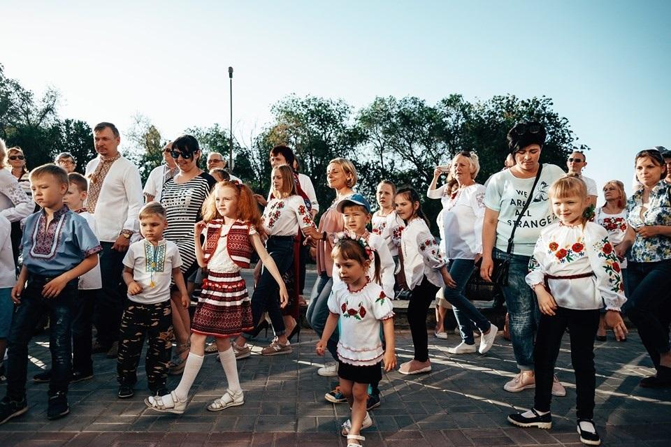 cf897d4a37ac55 На святі вишиванки в Енергодарі співали, танцювали та масово ...