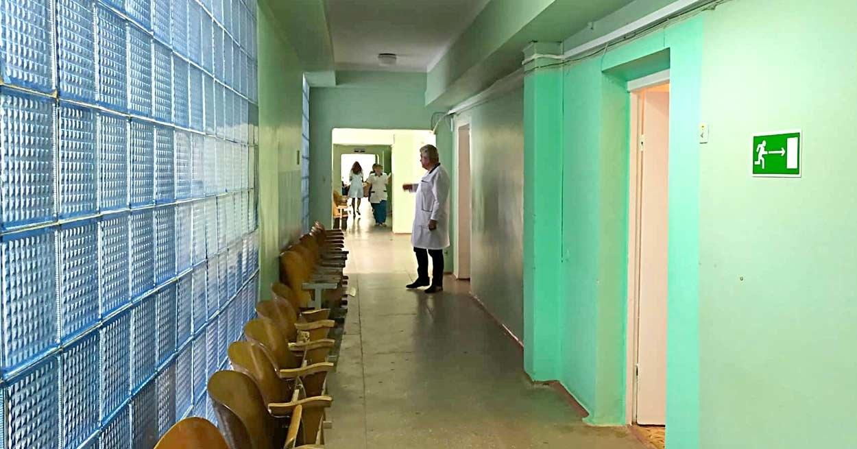 Теперь коридоры поликлиники почти пусты: электронная очередь регулирует поток посетителей