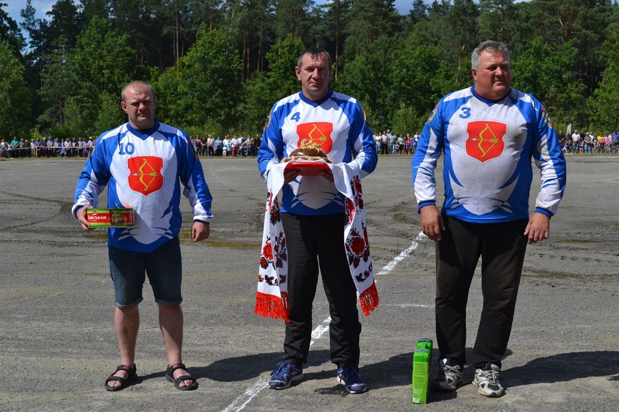 Антон Федорович на фото праворуч