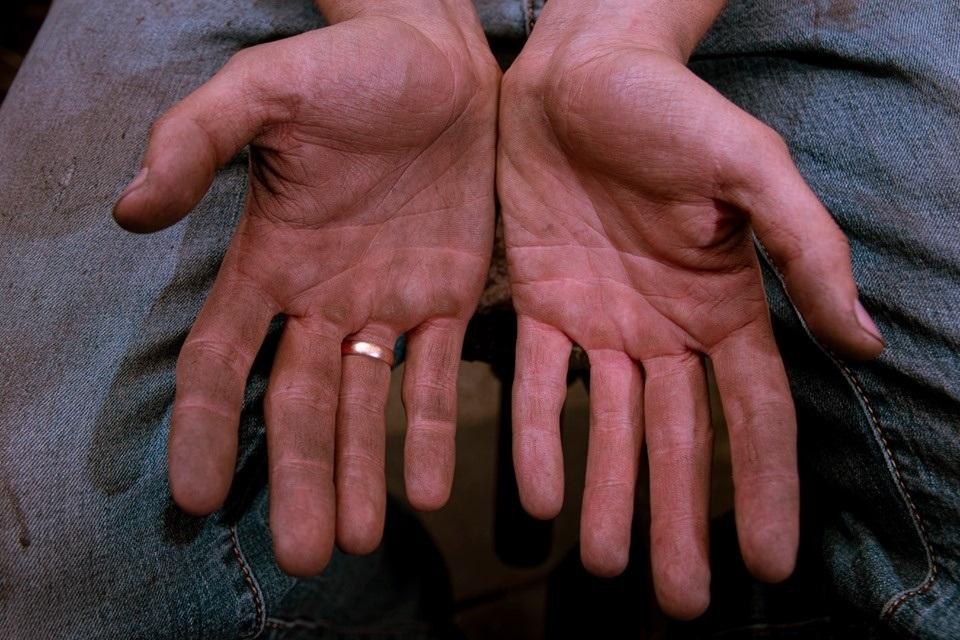 Руки людини, яка нічого не вміє