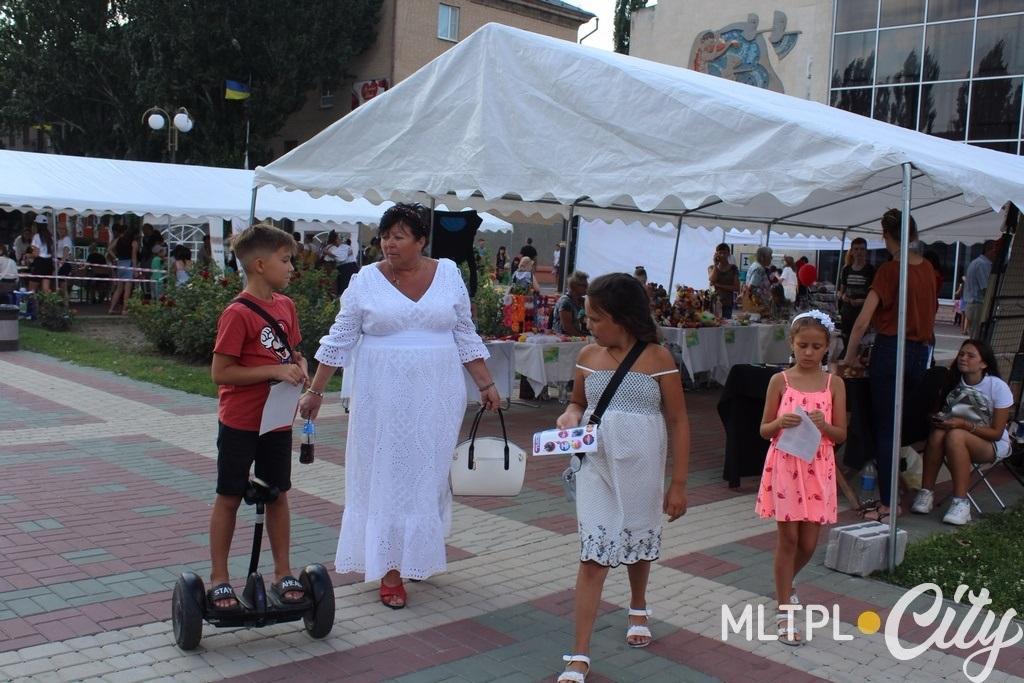 Наталю з онуками спрямували на фестиваль з парку