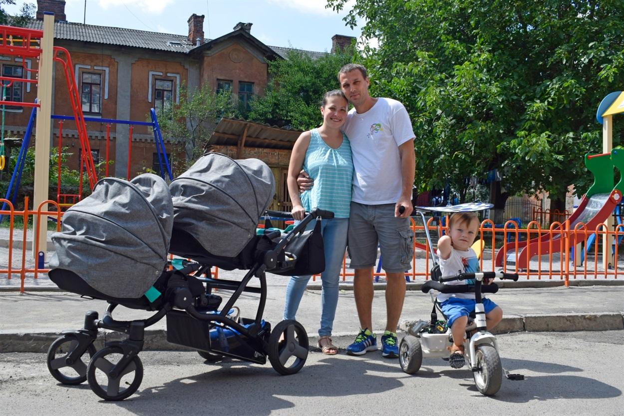 Андрій та Ірина Гроза з дітками