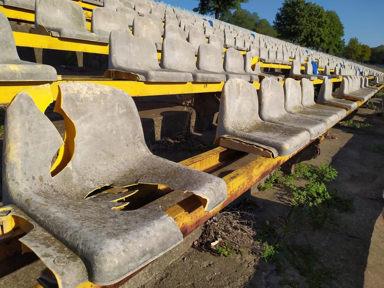 Стадиону нужен ремонт трибун