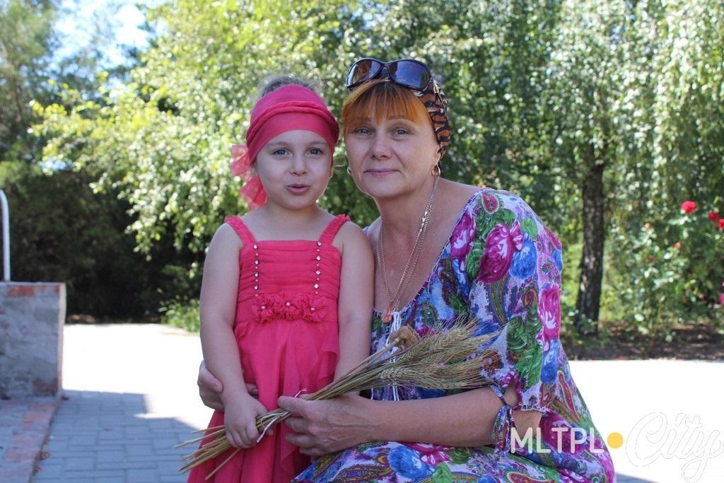 Наталья с внучкой считает, что нам всем нужно вернуться к Богу