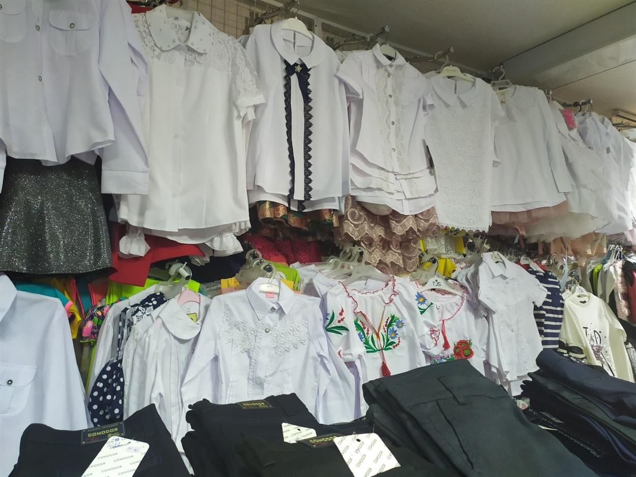 Одяг в магазині АНЮТКА