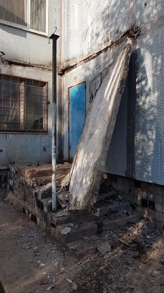 На сходи впала бетонна плита
