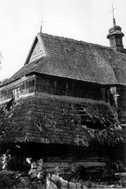 Фрагмент руйнації храму. Джерело: Titus D. Hewryk Masterpieces in wood: houses of worship in Ukraine. – New York, 1987, № 174.