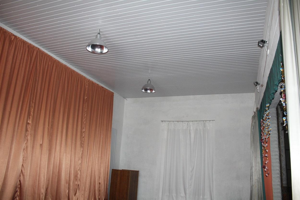 Відремонтована стеля в Успенівському СБК