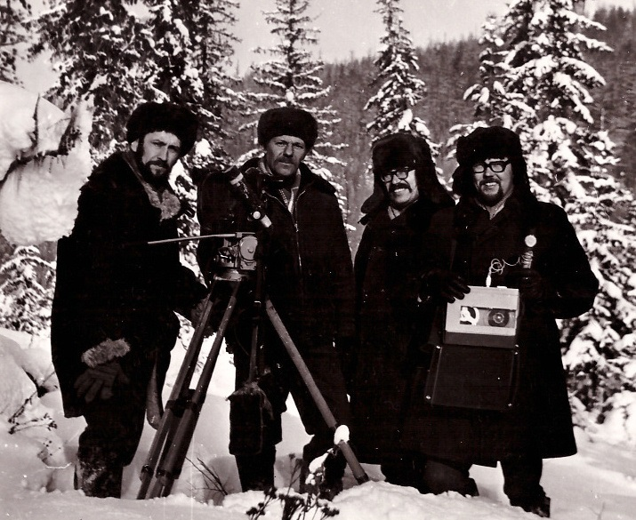""" 1974 рік. Тайга. Під час зйомок фільму """"Перша зима на БАМі"""" Знімальна група. Віктор Абузяров зліва - третій. """