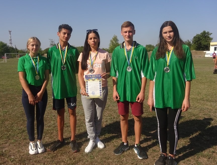 В Нижних Серогозах на бегу отметили День физкультуры и спорта